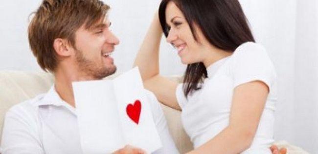 8 Razões poderosamente convincentes para flertar mais com o seu parceiro