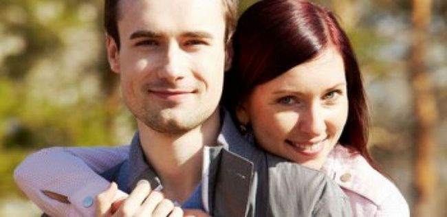 8 Razões pelas quais você deve abraçar e beijar mais com o seu parceiro