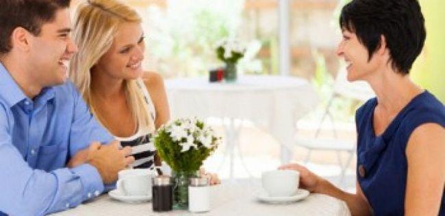 9 Dicas sobre como fazer uma boa primeira impressão sobre a mãe de seu namorado