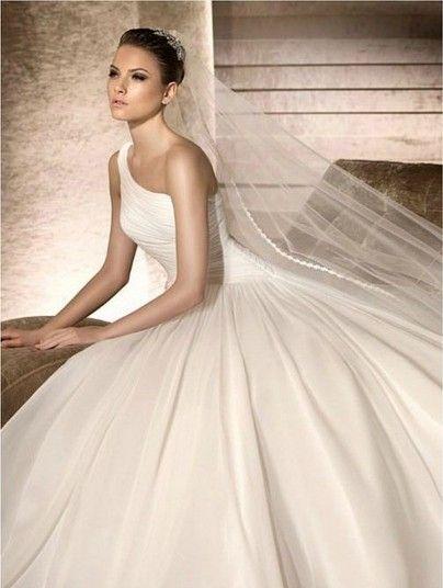 Uma coleção clássica de lindos vestidos de noiva de um ombro para 2014