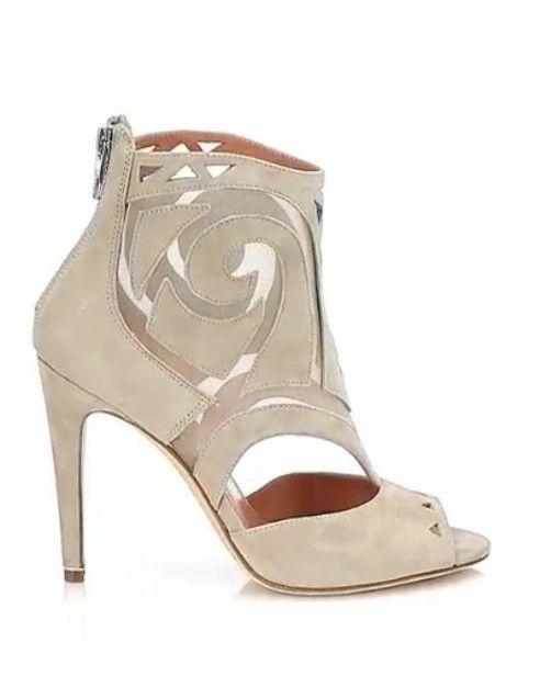 Uma coleção de botas de recorte da moda para a primavera de 2014