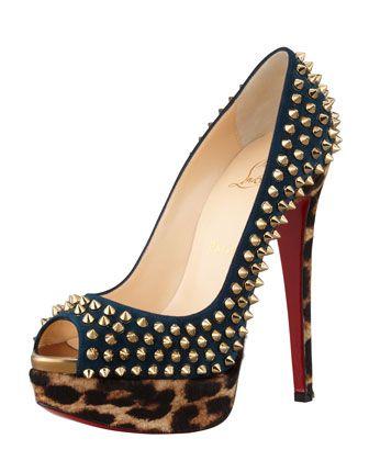 Uma coleção moda de sapatos com pregos de christian louboutin para 2014