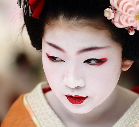 Geisha-Red-acentos-quase-olhos