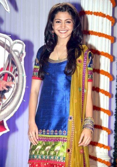 -Anushka-Sharma tradicional