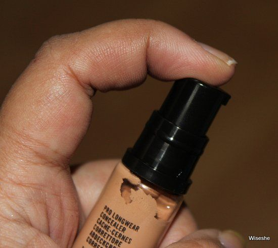 MAC-Prolongwear-concealor-in-NC30-Review-Bico + fundação-maquiagem-reviews