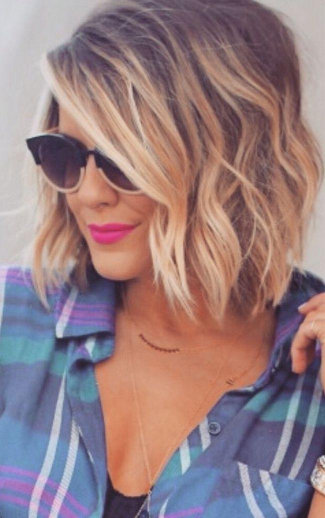 corte de cabelo bob confuso curta com óculos de sol