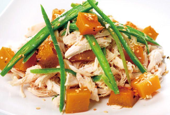Salada de frango com abóbora e feijão assado