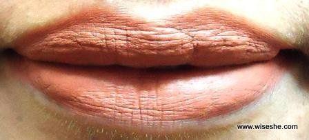 Colorbar cremoso Nude Lipswatch