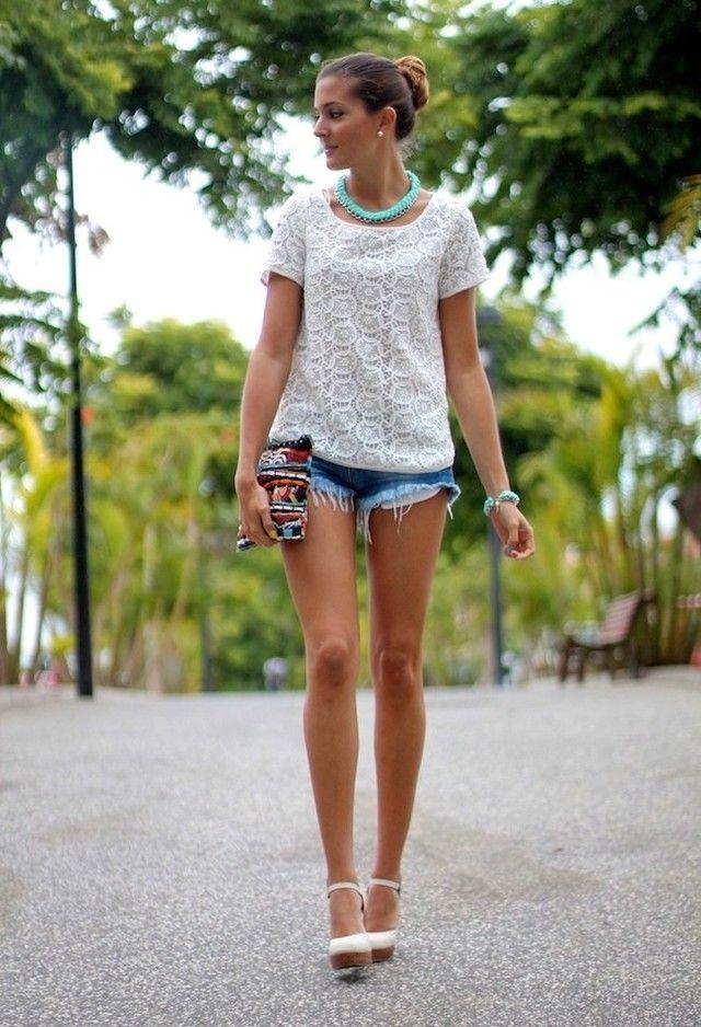 Denim Shorts e camisa branca