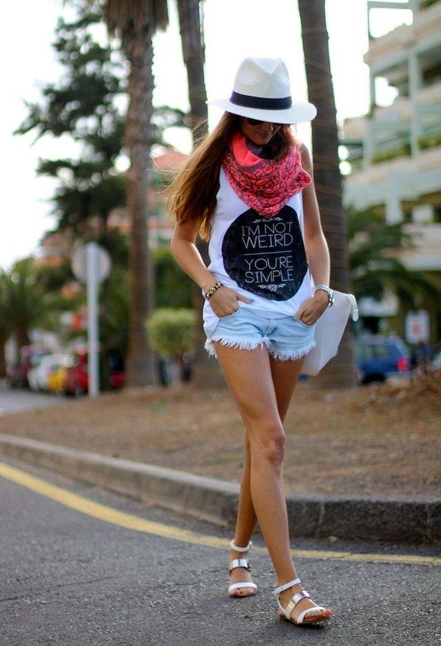Maneira à moda de usar shorts