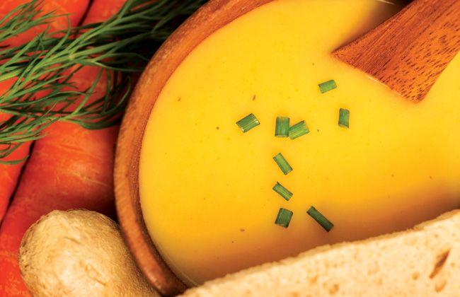Sopa de cenoura e maçã receita - Mulheres`s Health & Fitness