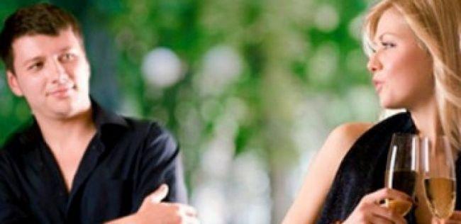 Namoro dicas para as meninas: 8 razões para fazer o primeiro movimento quando você sente em seu coração