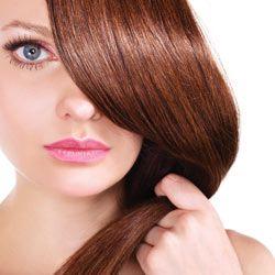 Coma seu caminho para o cabelo com aspecto mais jovem
