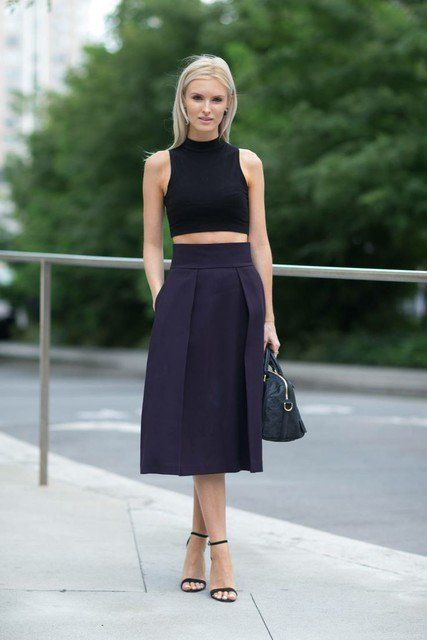 Idea equipamento à moda com preto saia de Midi
