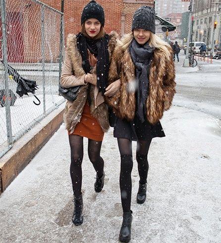jaquetas de pele do falso e uma mini-saia