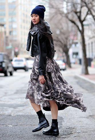vestido estampado com uma jaqueta preta