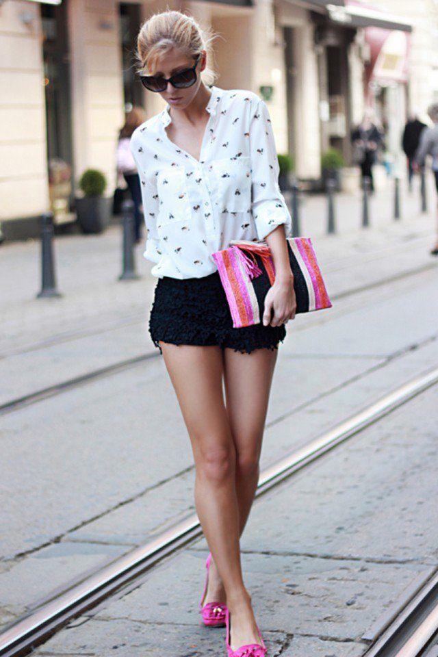 Adorável impresso blusa com preto Crochet Shorts
