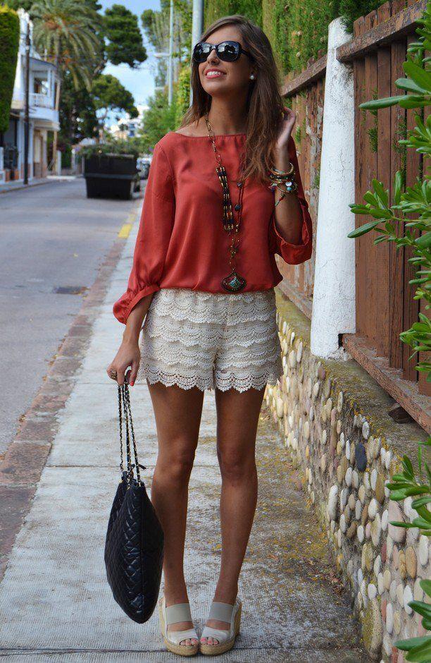 Blusa vermelha com laço branco Shorts