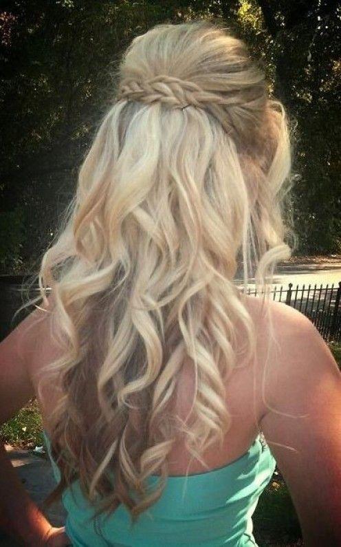 Moda penteados meia-up meia-down e tutoriais de cabelo para as mulheres