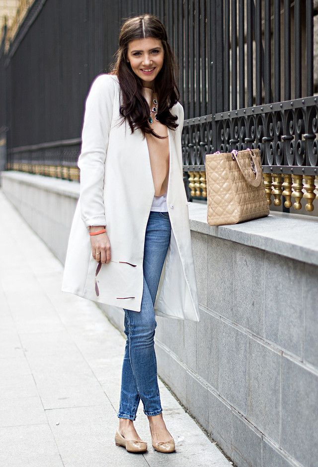 Outfit Primavera com revestimento branco Trench