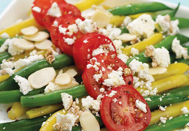 Fetta e salada de feijão