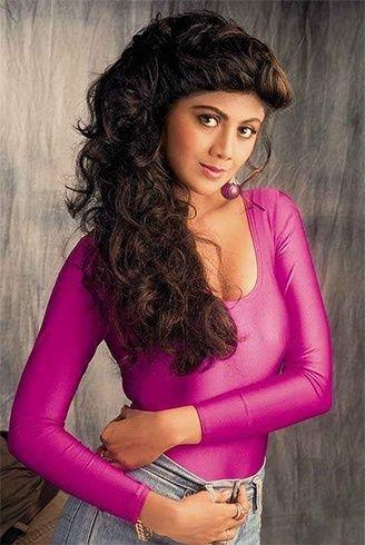 Shilpa Shetty 90 penteado