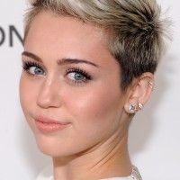 Miley Cyrus: Platinum Blonde Ombre penteado curto