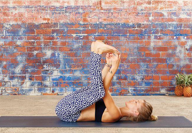 Yoga bebê feliz posar