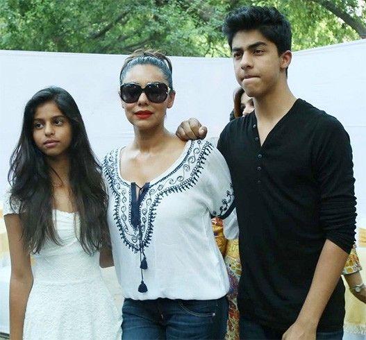 Gauri Khan com crianças