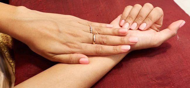 Como fazer a manicure francês em casa