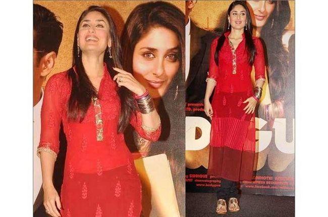 Kareena em kolhapuris com vermelho Salwar Kameez
