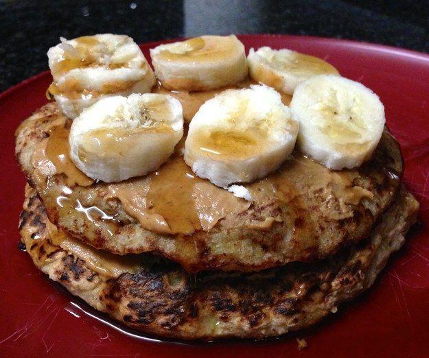 Banana Pancakes da aveia com manteiga de amendoim