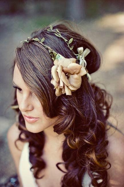 Cachos com headband da flor