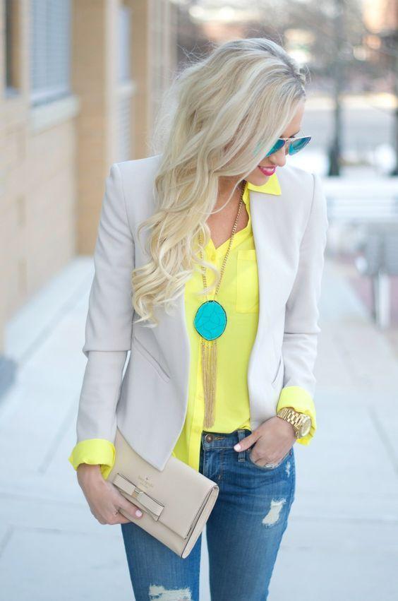 Blazer leve e blusa amarela