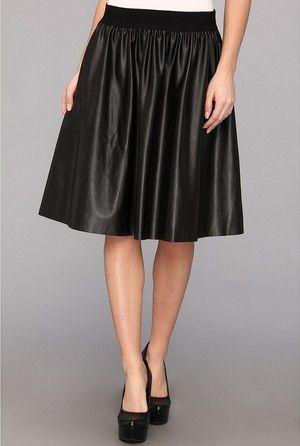 Como usar saia de couro olivia palermo ladylike preta durante a semana de moda