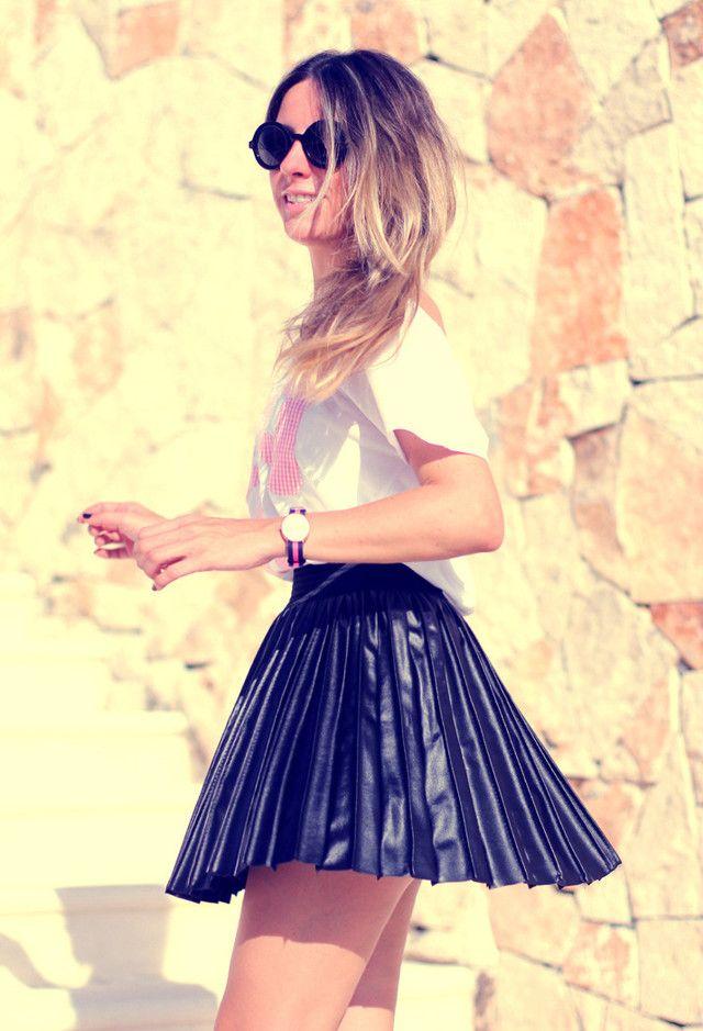 Plissadas saia curta Outfit Idea por Mulheres Jovens