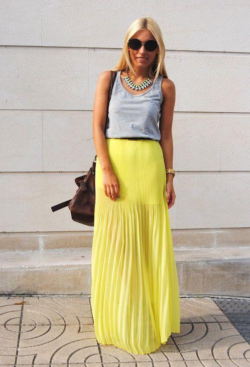 Pastel Idea Outfit com amarelo saia plissada