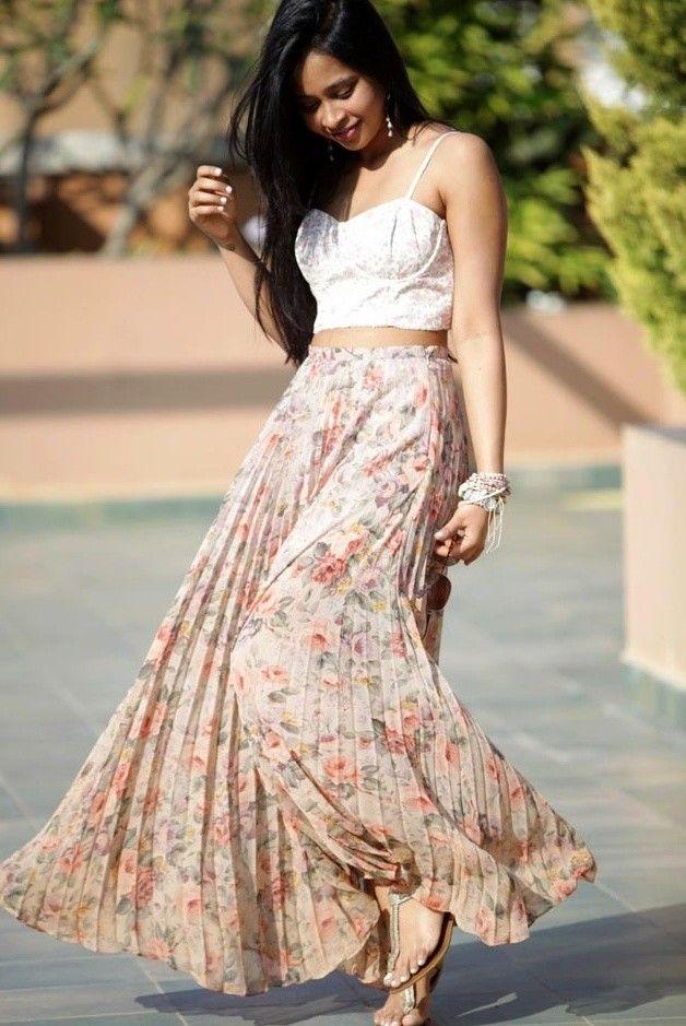 Idea Floral Outfit com saia plissada