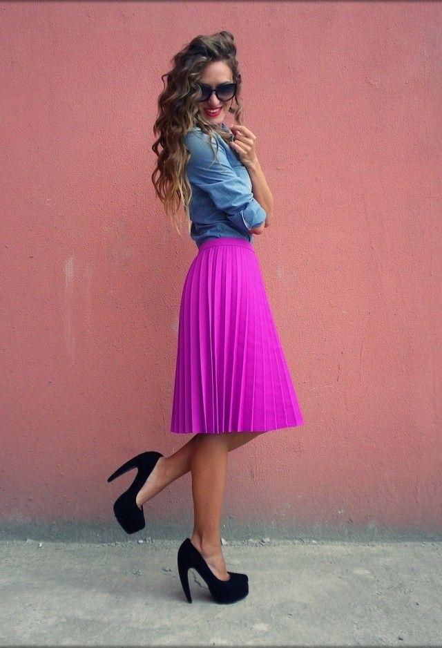 Idea Primavera Outfit com Denim Blusa e saia plissada