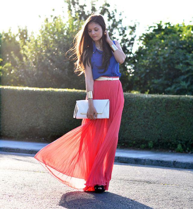 Red saia plissada Outfit Idea para o verão