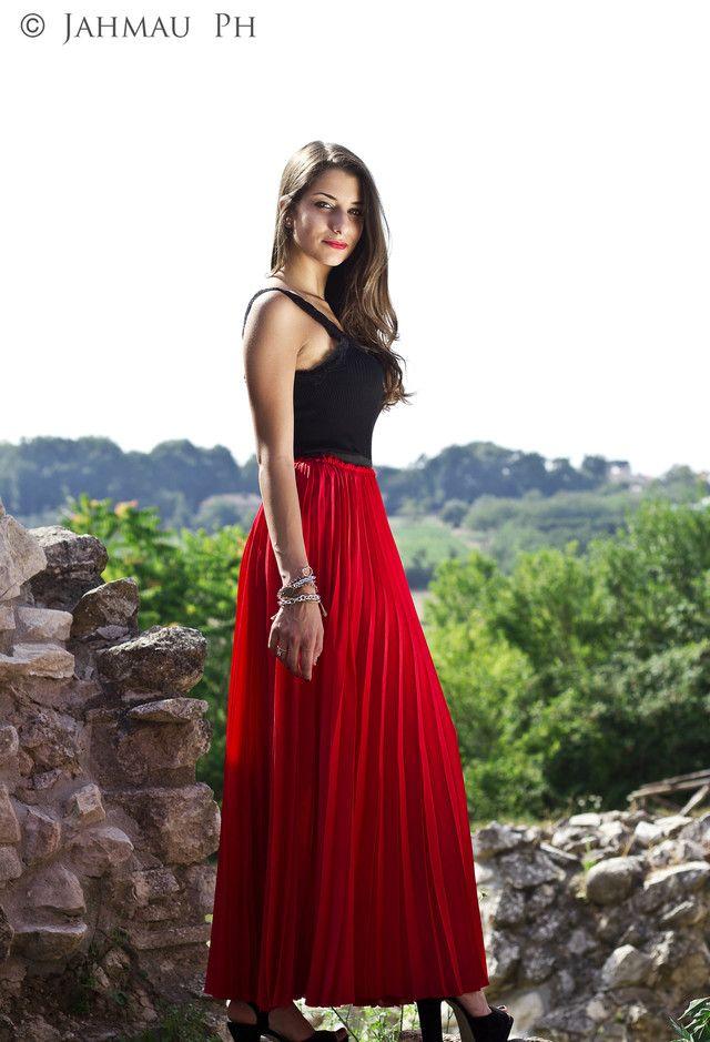 Red Maxi saia plissada Outfit Idea