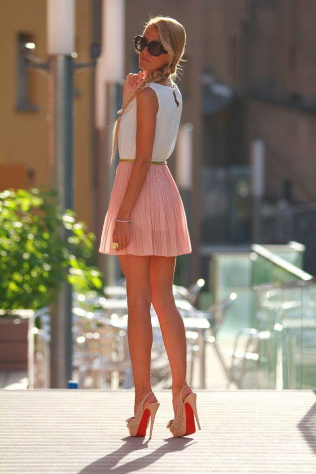 Saia plissada Outfit Idea por Mulheres Jovens