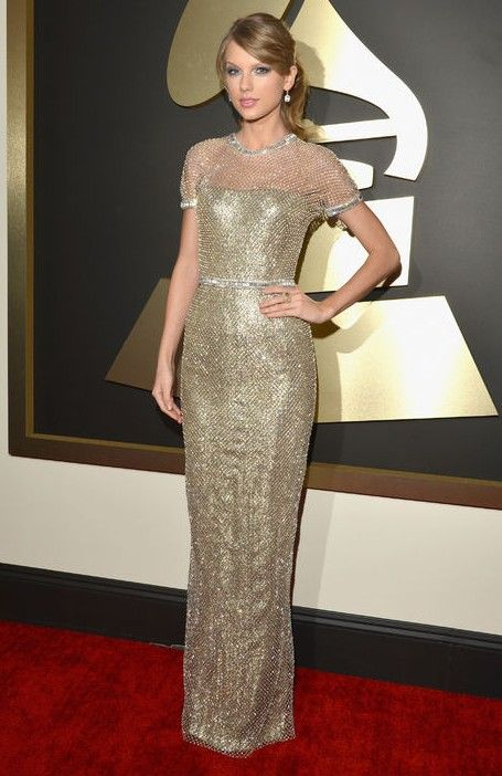 Taylor Swift`s Gilded Metallic Chain-mail Gucci Gown at the Grammys Red Carpet