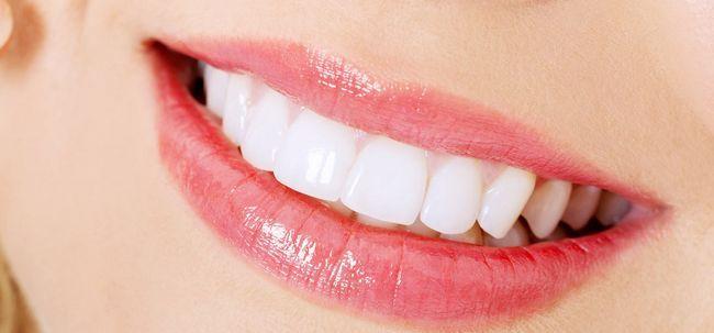 Como para branquear os dentes com bicarbonato de sódio e limão?