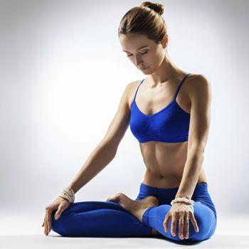 Como yoga mantém seu corpo jovem