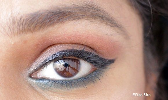 Lakme-Absolute-Gloss-artista-Líquido-Eyeliner-Black-EOTD