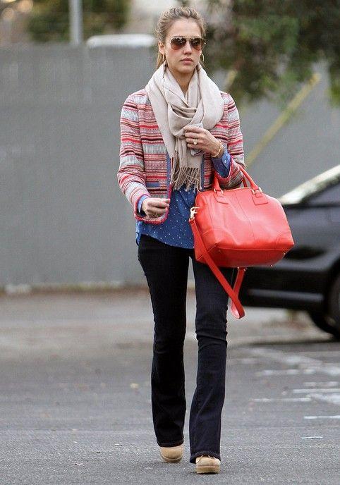 Jessica alba leva as tendências jeans ultra-chique para nós