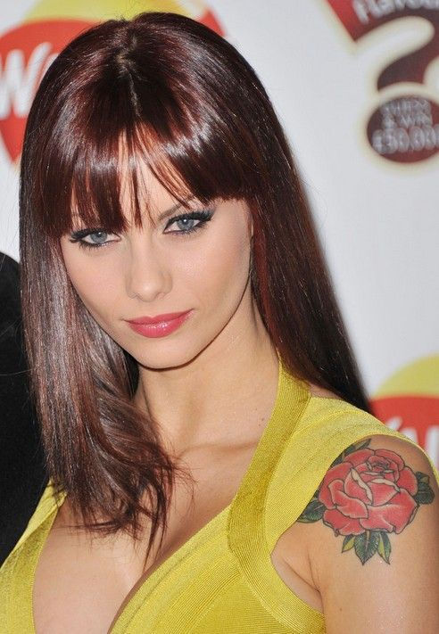Tatuagem de flor na parte superior do braço - tatuagens de jessica-jane clement