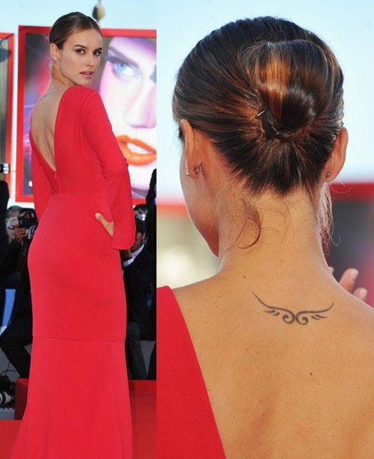 Tatuagens de kasia smutniak - tatuagem desenho artístico na parte superior das costas