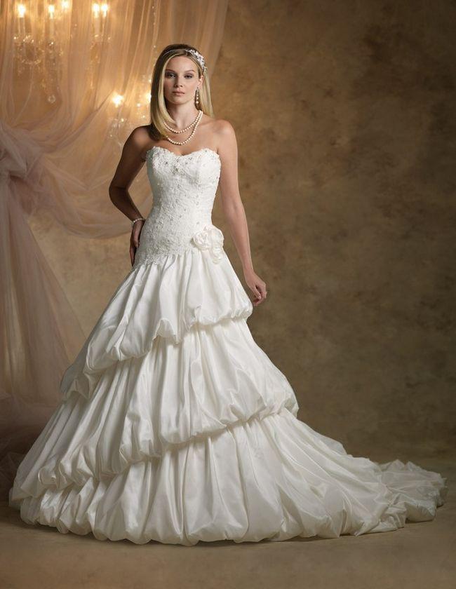 Olhando para o seu sonho vestido tradicional casamento real?